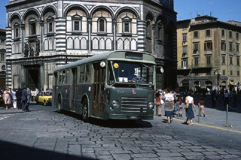 """Foto in bianco e nero Firenze, anni '70 e qui nel LINK una rievocazione durante le riprese della serie """"l'amica geniale"""" (che adoro ;) )."""