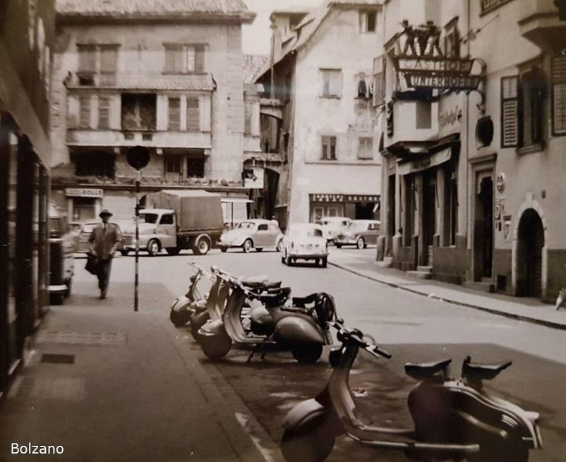 Foto in bianco e nero Bolzano fra gli anni '60 e 70, in una foto d'epoca.