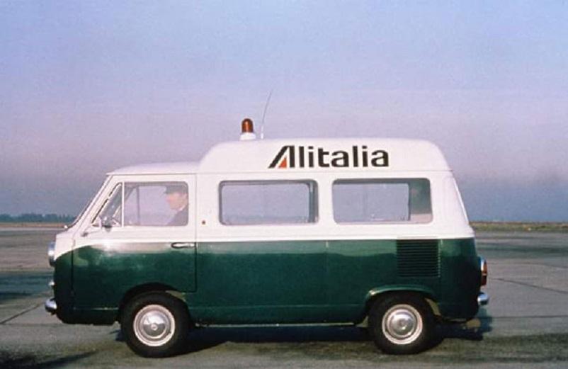Fiat 600 T, con livrea Alitalia.