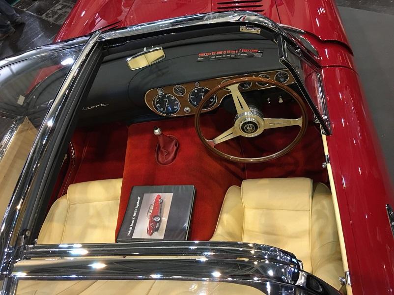 Alfa Romeo 6C 3000 CM Pininfarina Superflow IV, I pannelli possono scorrere verso il basso e all'indietro sotto il lunotto, trasformandosi rapidamente da coupé a cabrio.