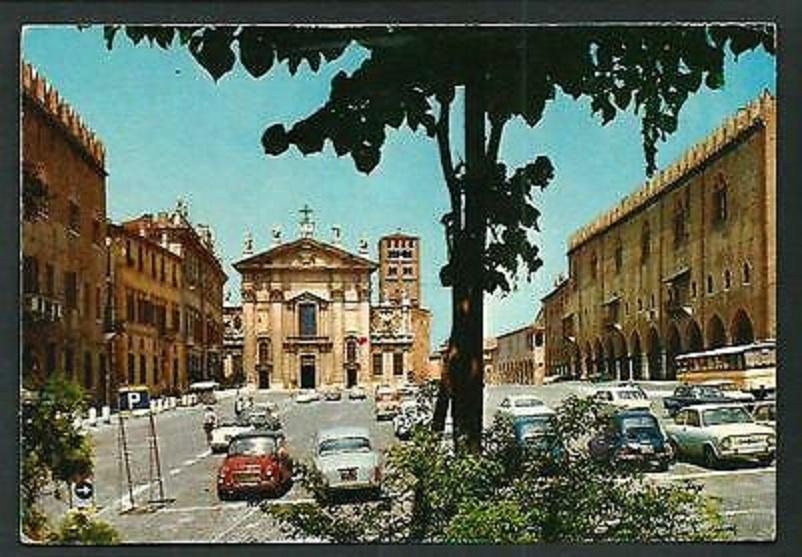 Foto in bianco e nero Mantova Piazza Sordello vintage.