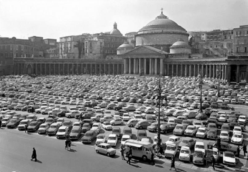 Foto in bianco e nero Napoli, Piazza del Plebiscito 1963.