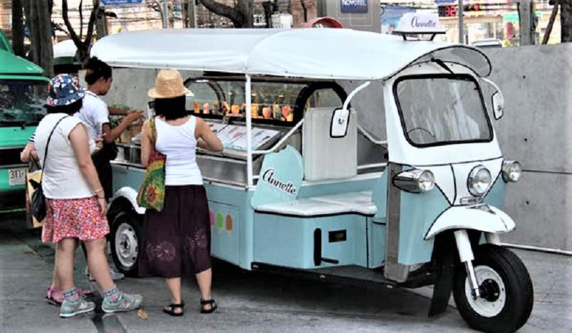 Street food, Avendo la fortuna di aver viste molte città e paesi di questi furgoncini ne ho visti.