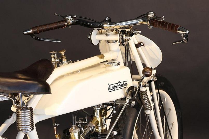 Magnat Debon, Chiaramente questo è un esemplare perfettamente restaurato e verniciato di uno dei bianchi disponibili su quella moto all'epoca.