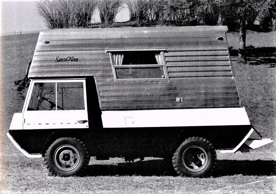 Kaiser Crown concept Jeep Wide Track, Uno degli allestimenti che potevano essere disponibili, qui in versione camper.