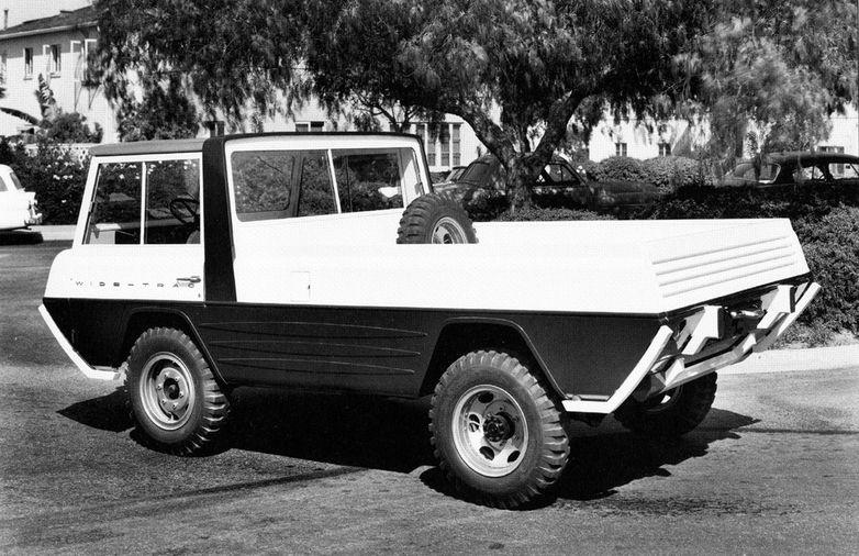 Kaiser Crown concept Jeep Wide Track, Aveva quattro ruote motrici.