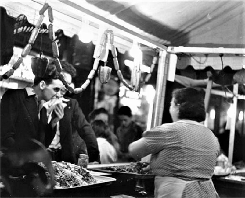"""Street food, Quante volte ci è capitato, quanto volte abbiamo cercato un """"baracchino"""" come questo."""