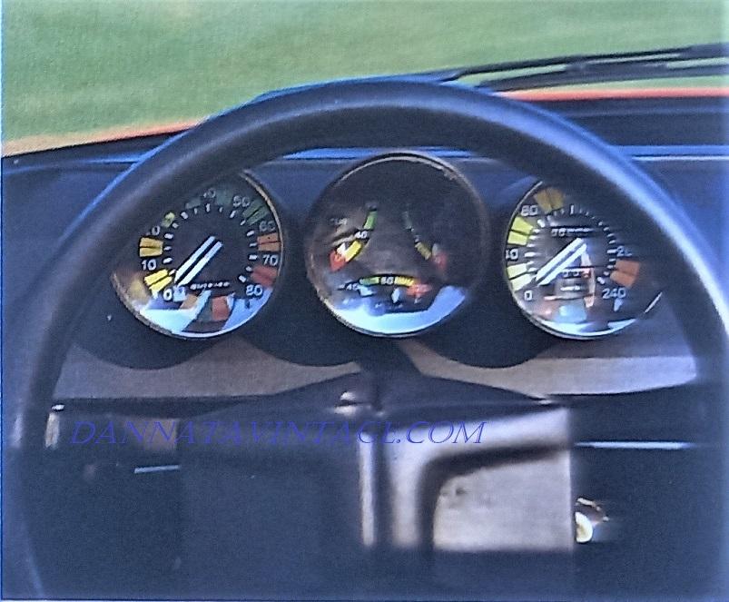 Alfa Romeo Alfetta Spider, Il cruscotto con una strumentazione completa nei tre elementi tondi.