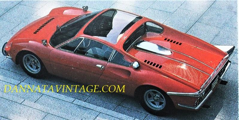 Ferrari 365 P, Dalla copertina e con una vista dall'alto, foto scelta per come si vedono sia il tetto che lo spoiler posteriore.