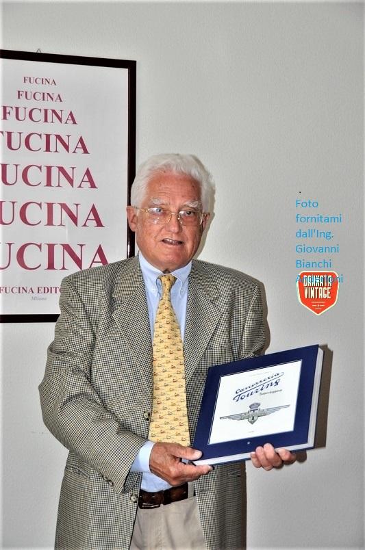 L'Ing. Giovanni Bianchi Anderloni con in mano il Suo libro dedicato alla storia della Carrozzeria Touring.