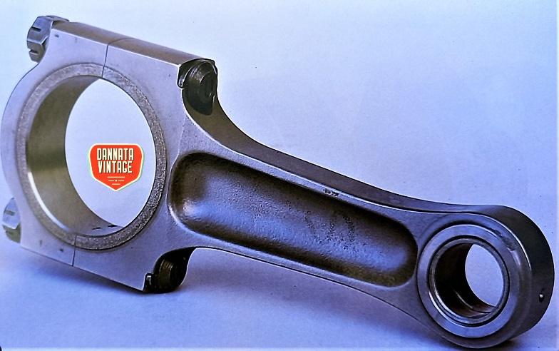 """Guzzi Joverno, Bielle in titanio, realizzate direttamente nella sua officina partendo da dei """"grezzi"""" prodotti dalla Jet."""