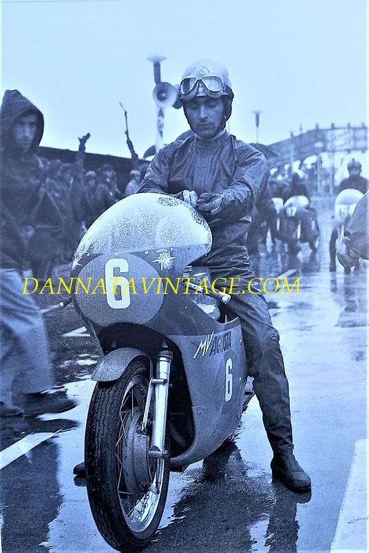 Il Circuito di Riccione, Dalla copertina, Angelo Bergamonti il 04 aprile del 1971 alla partenza della sua ultima gara.