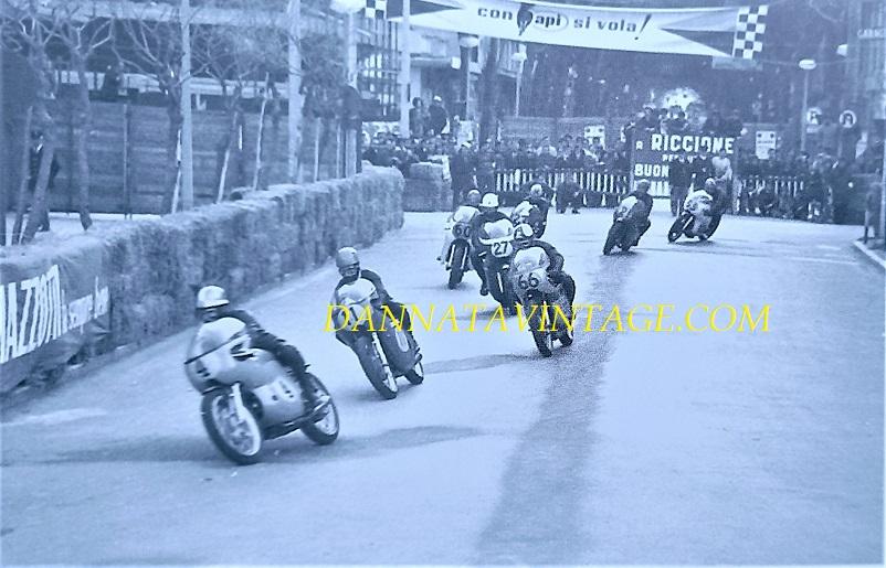 Il Circuito di Riccione, Una foto fatta quando Alberto Pagani era ancora in testa alla gara sulla sua Linto.