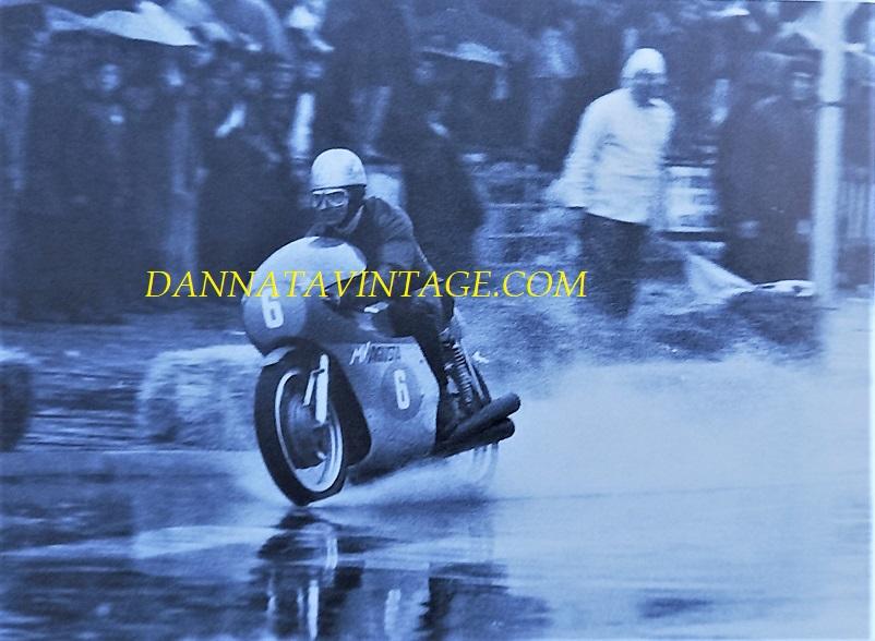 Il Circuito di Riccione con Angelo Bergamonti impegnato su quel rettilineo, poco prima di cadere in quell'incidente e perdere la Sua vita.