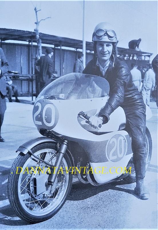 Il Circuito di Riccione, Stuart Melsop nel 1966 con una Yamaha 250 cc bicilindrica.