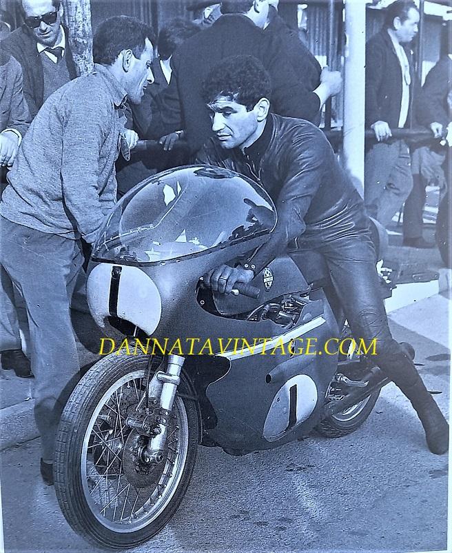Il Circuito di Riccione, Tarquinio Provini nel 1966 con una Moto Benelli da 500 Cc. quattro cilindri.