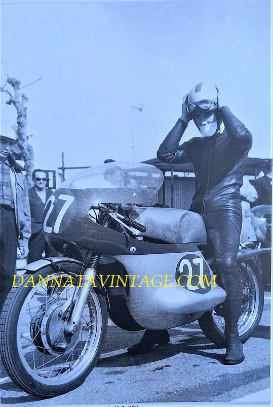 Il Circuito di Riccione, Derek Woodman su una M.Z. da 250 Cc nel 1966.