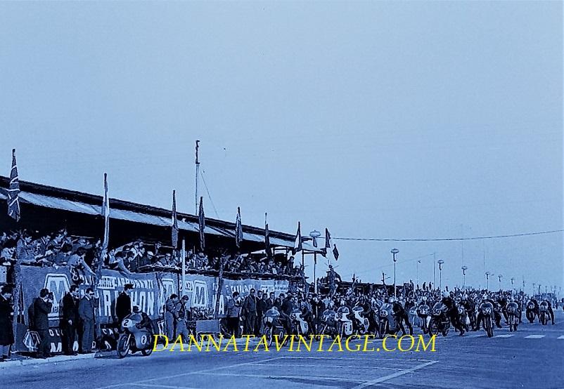 Il Circuito di Riccione, Si partiva, la classe 500 Cc con fra i partecipanti Agostini Provini Mandolini e Venturi, eravamo nel 1966.