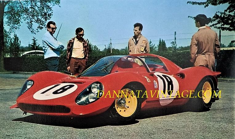 Si correva, 1967 e la splendida Ferrari Dino, si noterà il roll bar montato sul posteriore che aveva una funzione aerodinamica oltre che per la sicurezza.