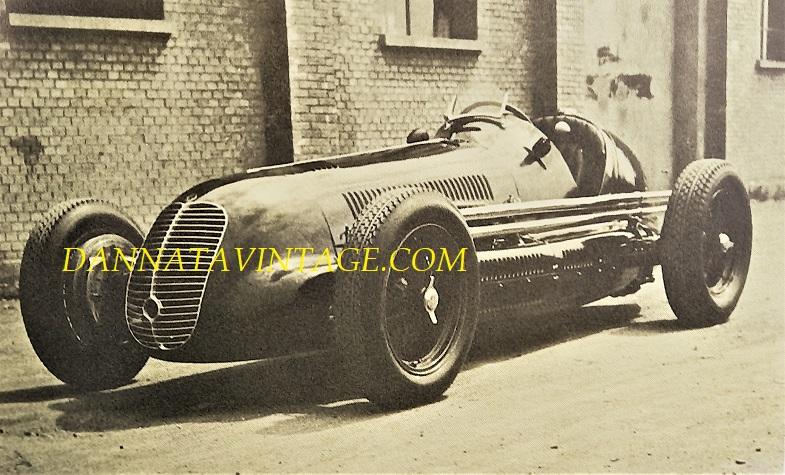 Si correva, Otto cilindri e 3.000 Cc per questa Maserati del 1939, con Wilbur Shaw vinse per due anni consecutivi; nel 1939 e 1940; la 500 Miglia di Indianapolis.