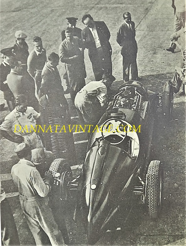 Si correva, 16 cilindri e 3.000 Cc per questa Alfa Romeo, con una potenza di 440 cavalli che gli permisero di controbattere in molte occasioni allo strapotere delle auto teutoniche pari periodo. 1938-1939.