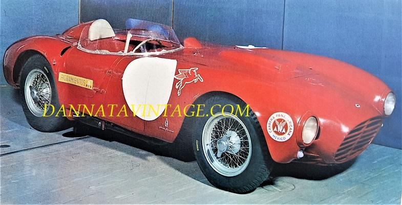 Si correva, stupenda questa Lancia Carrera, che con alla guida il sempre mitico Fangio vinse nel 1954 la Carrera Panamericana una importante gara a tappe - sei cilindri a V di 60 gradi, 3.100 Cc, 235 i cavalli.