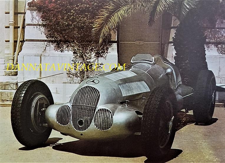 Si correva, Otto cilindri in linea per 5600 Cc sovralimentato, con una potenza massima di 640 cavalli a 5800 g/m per questa Mercedes da corsa tipo 1937.