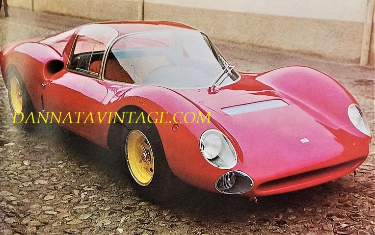 Si correva, Ludovico Scarfiotti vinse sia nel 1965 che nel 1966 il Gran Premio della Montagna alla guida di questa Ferrari Dino 206, con i team Porsche a tallonarlo sino alla fine di ogni gara - motore posteriore sei cilindri a V di 65 gradi, 1593 Cc (maggiorata successivamente a 1987) e con218 cavalli a 9.000 giri minuto, 580 i chilogrammi.